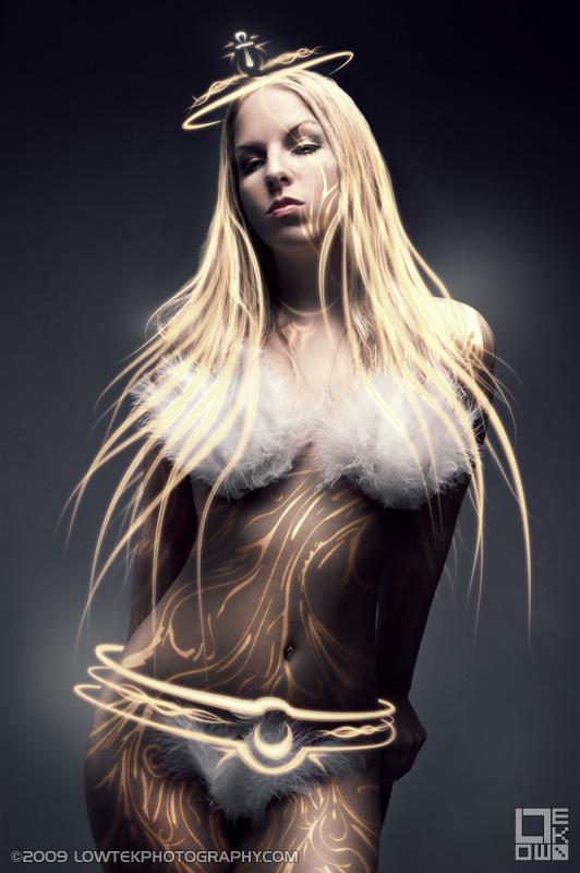 White Queen. Model: Bebe Bellamont. ©2009 Low Tek Photography
